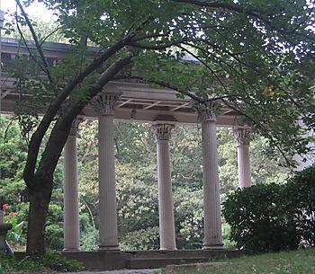 LV colonnade 9-25