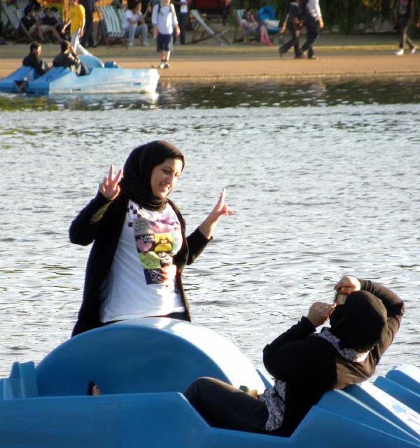 Hyde Park boating girls 7-10