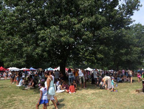Smorg tree crowd 8-30-15